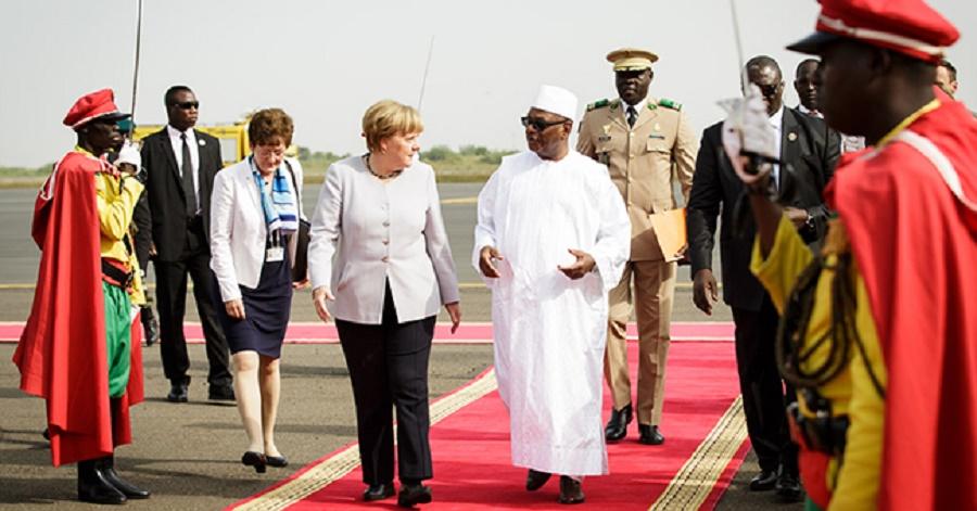 Mali's President Ibrahim Boubacar Keita welcomes Chancellor Angela Merkel Photo: Bundesregierung/Steins
