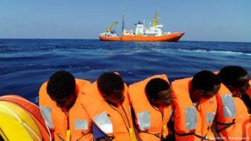 Migrants in Italy coast