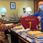 Ghana president receives AS Roma jersey