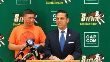Siena Men's Basketball Team receiving the 2020 Autism Action Award from New York State Assemblyman Angelo Santabarbara. ©Siena Men's Basketball