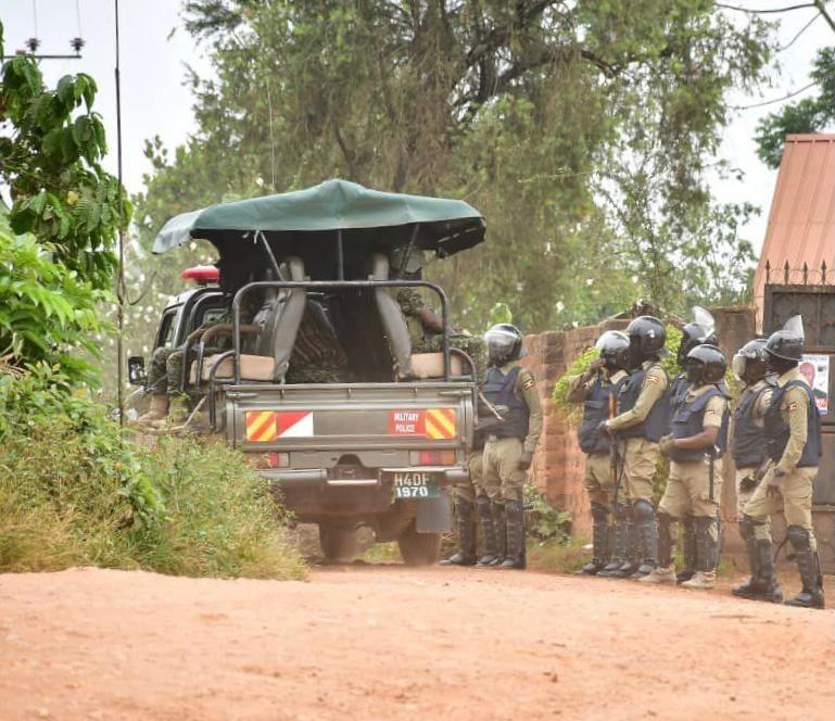 Uganda soldiers who are surrounding Mr Bobi Wine's home